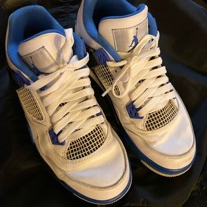 Nike Air Jordan Size 6 1/2 Y. Blue and white.